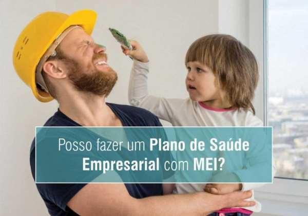 foto mostrando MEI pensando em contratar plano de saúde empresarial